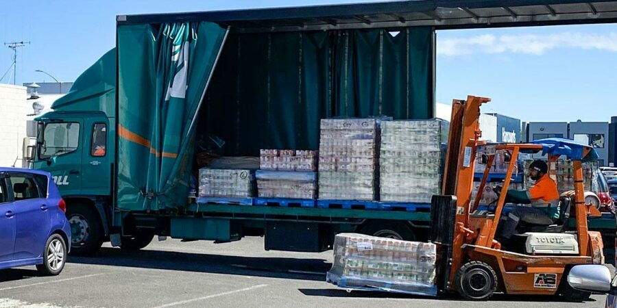 Wattie's donates 25k food cans to Salvation Army